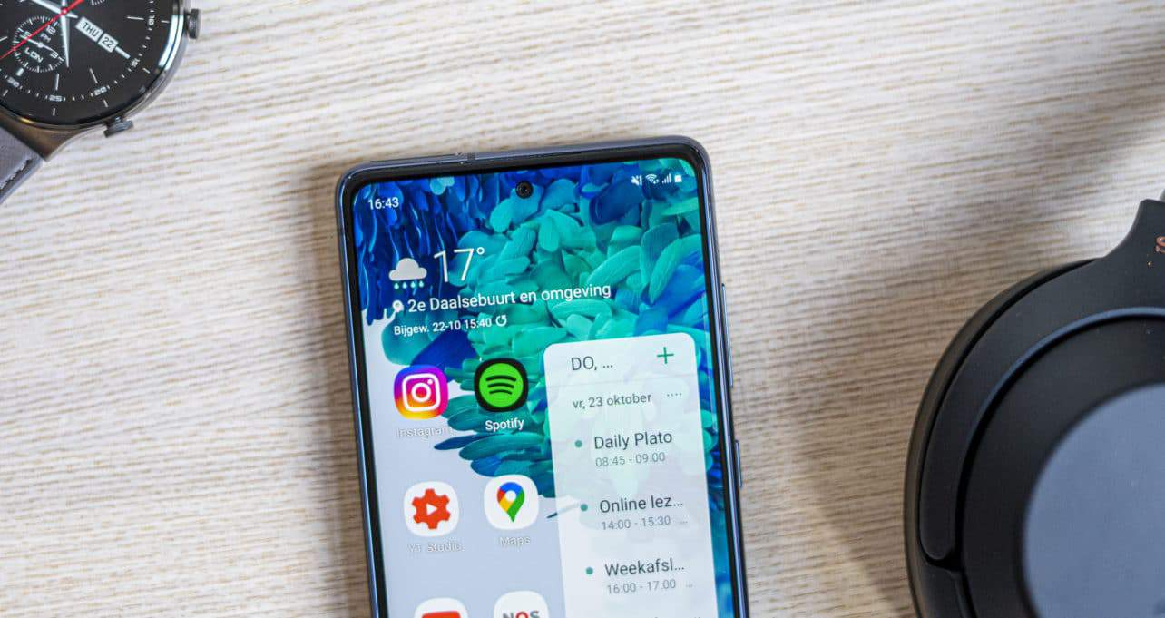 Samsung Galaxy S20 FE review notch