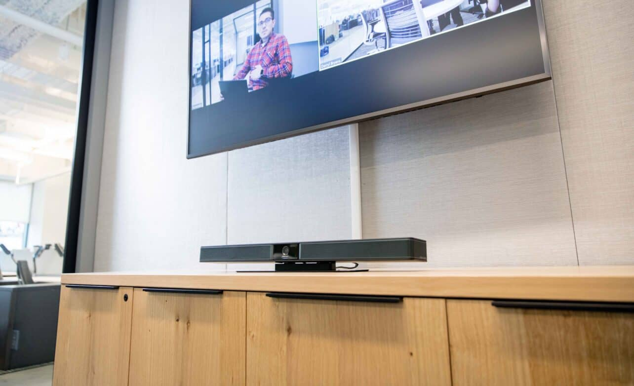 Review: Bose Videobar VB1 – all-in-one videoconferencing